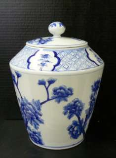 Chinese Porcelain Blue White Birds on Tree Jar ss955