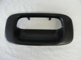 1999 2004 CHEVY GMC PICKUP TAILGATE HANDLE BEZEL