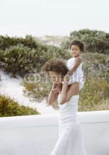 Foto Mother giving daughter shoulder ride (copyright) Engine Images